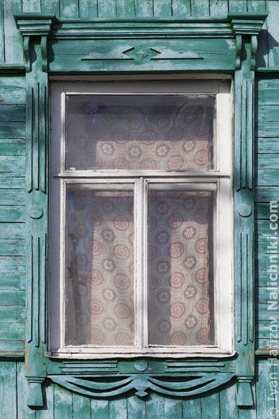 Цветной наличник изБоброва Воронежской области