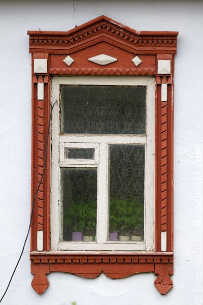 Деревянный оконный наличник из Михайлова Рязанской области.