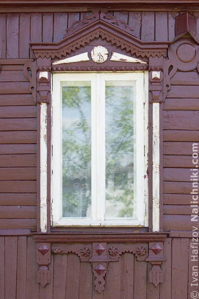 Деревянный оконный наличник без ставень. Из Егорьевска Московской области